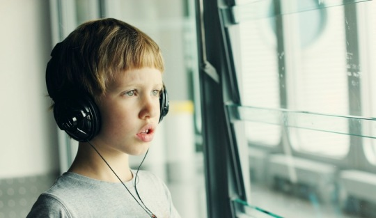 boy-wearing-headphones-autism